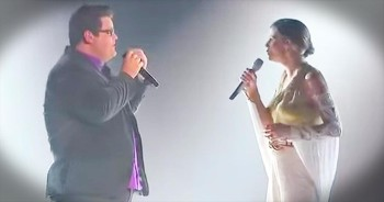 Country Superstar Jennifer Nettles Sings Breathtaking Duet Of 'How Great Thou Art'