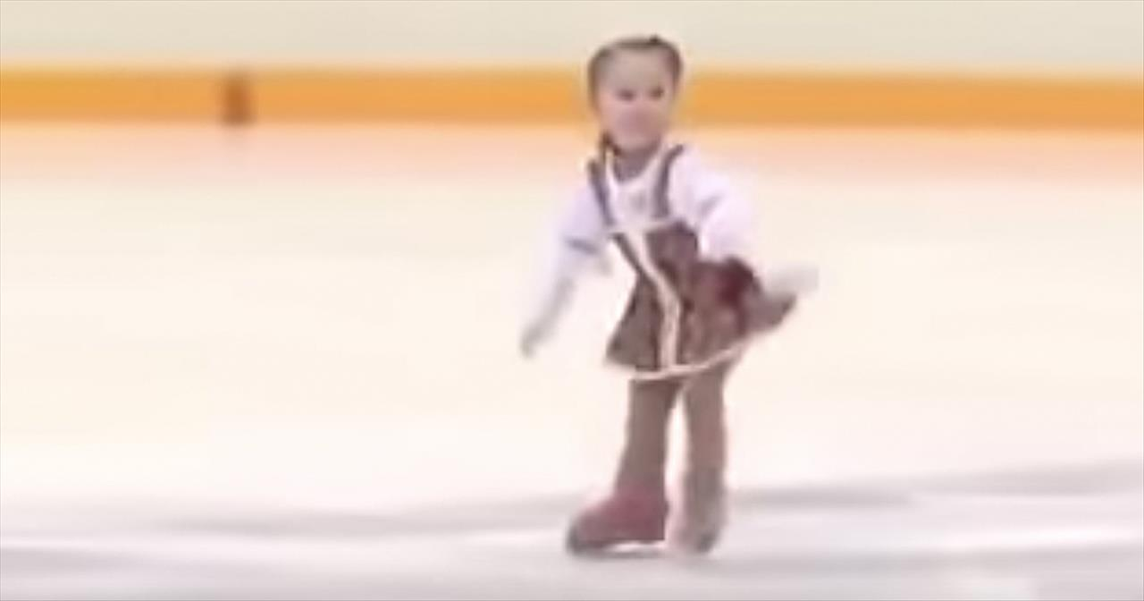2 Year Old Girl Is An Excellent Ice Skater