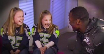 Deaf Super Bowl-bound NFL Player Surpises Hearing Impaired Twins
