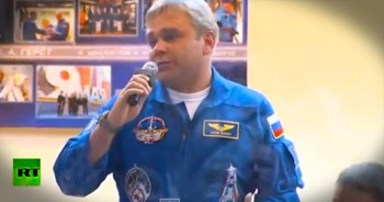 When A Reporter Asked Astronauts A Political Question, He Never Dreamed Of THIS Response