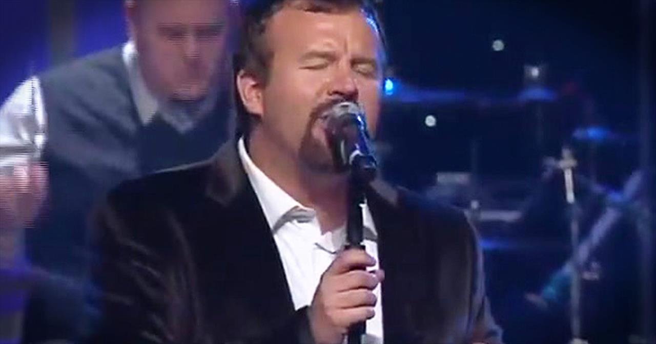 Casting Crowns Perform Beautiful Version Of 'I Heard The Bells.' - Christian Music Videos