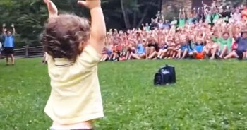15-Month-Old Captivated Over 500 Summer Campers With Just His Hands – I Love His Face!