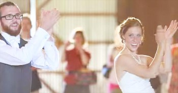 This Bride And Groom Gave Their Wedding Guests One 'HAPPY' Surprise! Awesome!