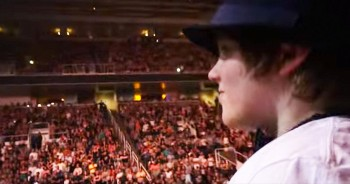 This Superstar Stopped His ENTIRE Concert To Sing To 1 Boy. I've Got CHILLS!