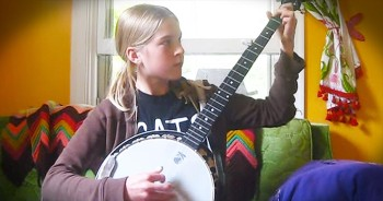This Girl And Her Banjo Are Out-Of-This-World GOOD! I Can Barely Keep Up!