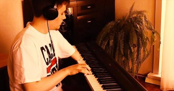 This 1-Handed Piano Player Just STUNNED Me With His Talent. WHOA The Chills!