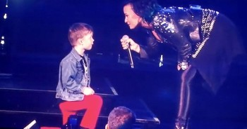 This Super Star Stopped Her Whole Concert For A 5-Year-Old. And It Warmed My Heart!
