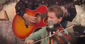 7-Year-Old Fiddler Joins Band For 1 Beautiful Version Of 'Amazing Grace'