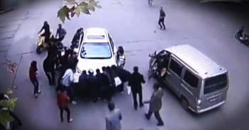 This Woman Was Trapped Under A Car. Until A Group Of Strangers Saved Her