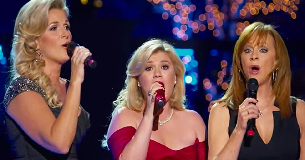 Kelly Clarkson, Trisha Yearwood and Reba McEntire Sing Beautiful ...