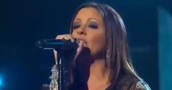 Sara Evans Gives STELLAR Performance Of 'Go Tell It On The Mountain'