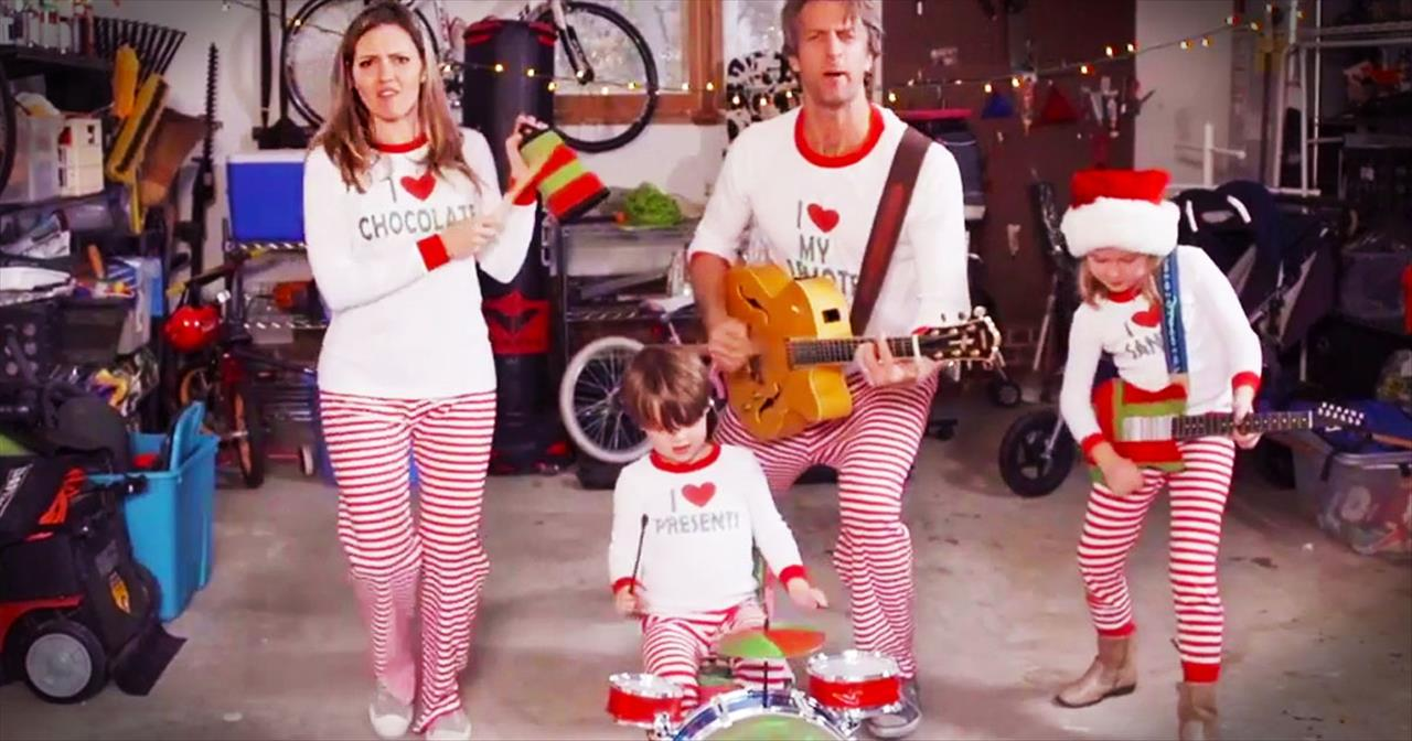 Hilarious family sends out video christmas card in their pajamas hilarious family sends out video christmas card in their pajamas comedy videos m4hsunfo