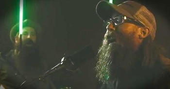RISE Up With This Inspiring Performance Of 'Ain't No Grave' From Crowder