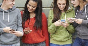 Crosswalk.com - What are 3 ways I can advise my teen about using social media? - Alex Chediak