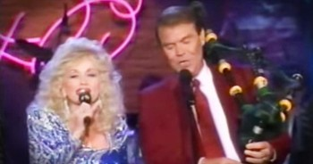 Dolly Parton And Glen Campbell Sing 'Amazing Grace'