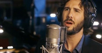 Josh Groban Sings Jaw-Dropping Rendition Of 'Over The Rainbow'