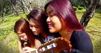 3 Sisters Play 1 Guitar Together