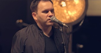 'It Is Well With My Soul' – Passionate Acoustic Performance From Matt Redman