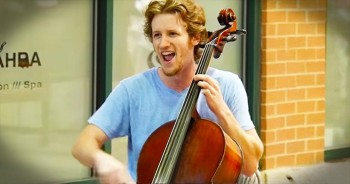 Stunning Street Cello Performance Of 'Somewhere Over The Rainbow'