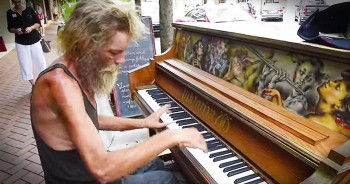 Homeless Man Sits At Piano And STUNS The Entire Crowd