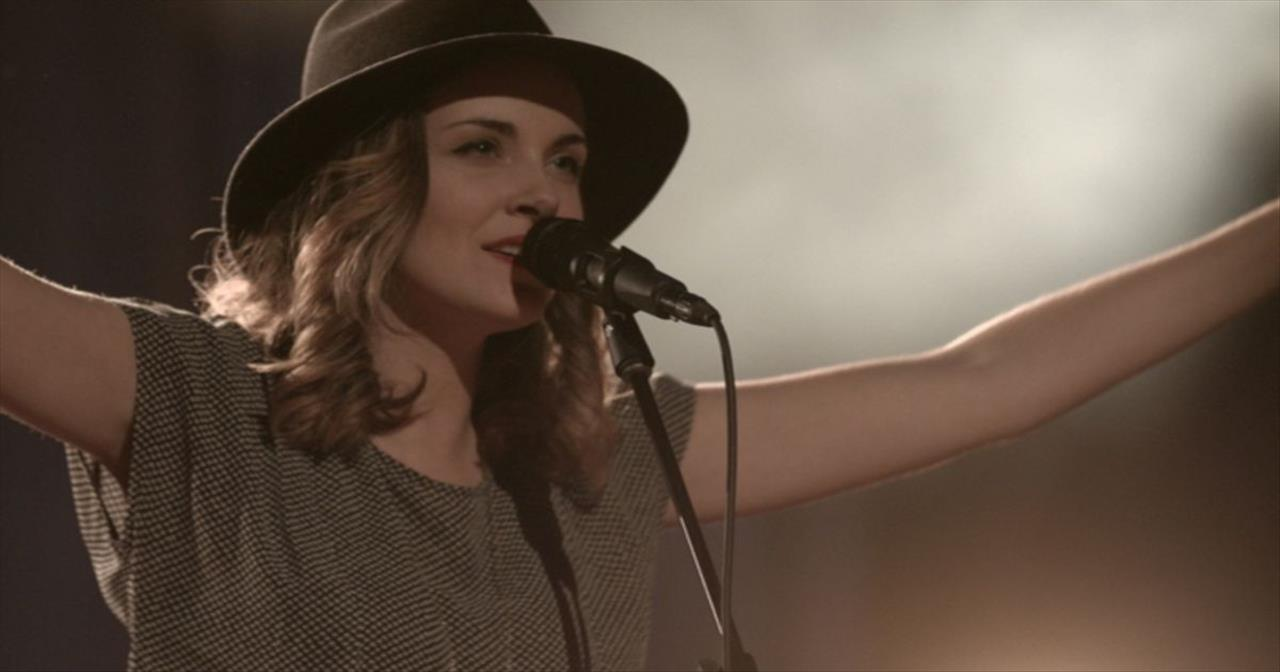 'Mighty' – Powerful Worship From Kristene DiMarco
