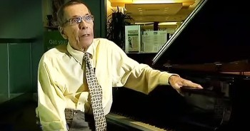 82-Year-Old With Parkinson's Disease Plays Piano Beautifully