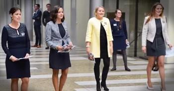 4 Beautiful Women Start 'Amazing Grace' Flash Mob. WOW!