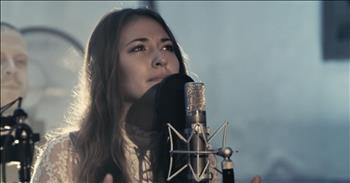'Noel' - Live Performance From Lauren Daigle And Chris Tomlin