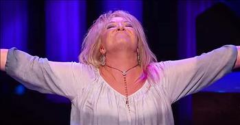 Tanya Tucker Sings 'Amazing Grace' Medley