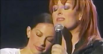 Wynonna Judd Sings Tearful Song For Baby Sister