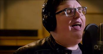 Jordan Smith Stuns With 'Stand In The Light' And It's Chilling!