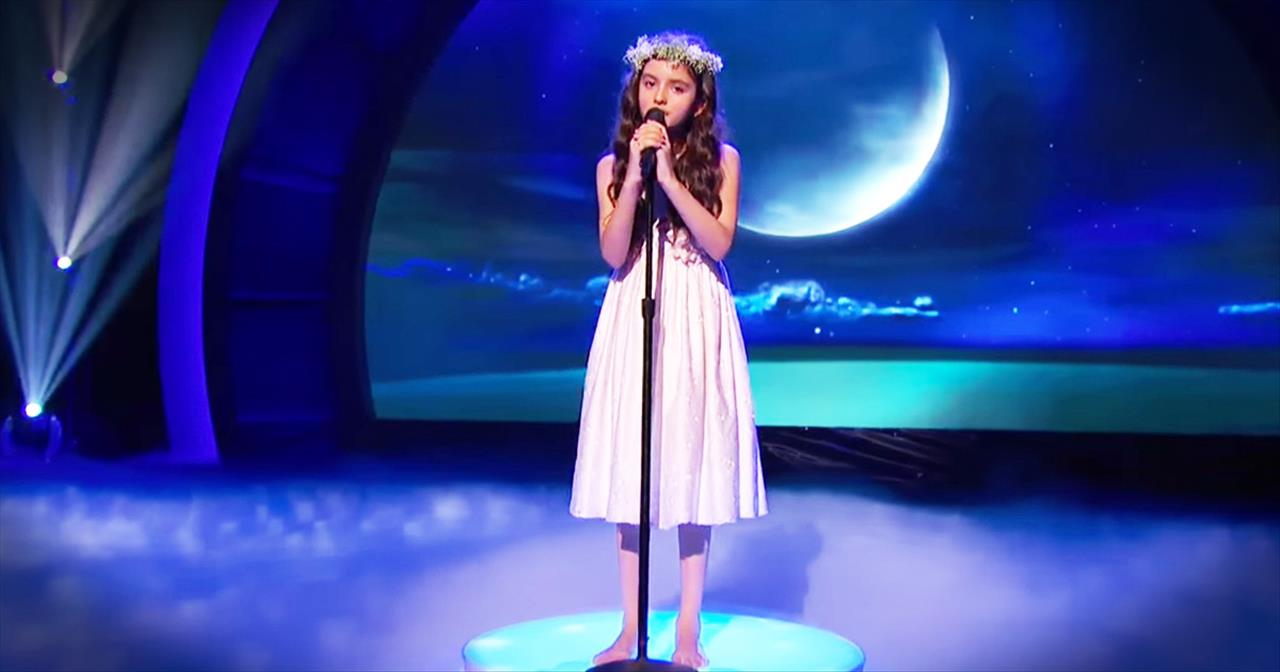 Little Girl's BIG Jazzy Voice In 'Fly Me To The Moon' Will WOW You -  Inspirational Videos