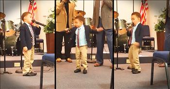 4-Year-Old Leads Worship With 'This Little Light Of Mine'