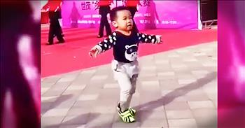 Tiny Toddler Dances Adorably In The Street