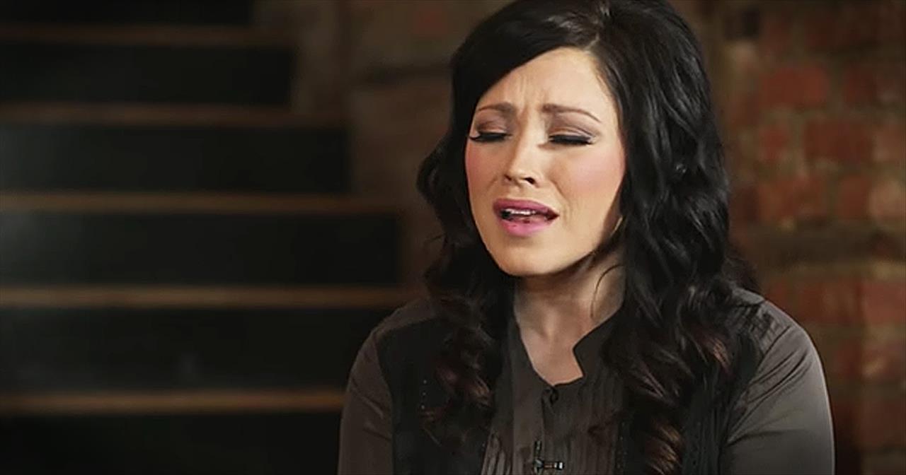 I Am Not Alone\' - Beautiful Kari Jobe Performance - Christian Music ...