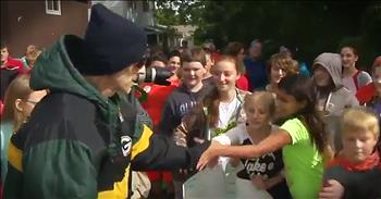 Students Bring Homecoming Celebration To Sick Teacher's Home