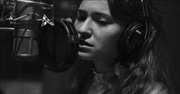 'Have Yourself A Merry Little Christmas' - Beautiful Performance by Lauren Daigle
