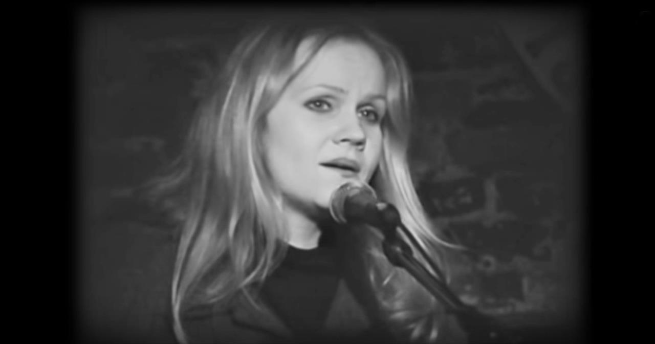Eva Cassidy Beautifully Covers 'Over The Rainbow' - Christian Music Videos