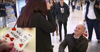 Magician Helps Man With Christmas Proposal At Mall