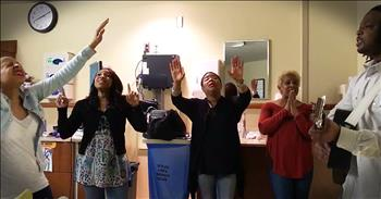 5 Sing Acoustic Rendition Of 'Good Good Father' At The Hospital