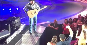 Garth Brooks Helps Couple With Gender Reveal
