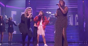 Kelly Clarkson Performs With Talent Show Finalists
