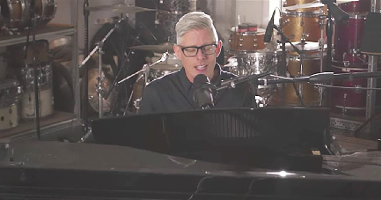 'Faithfulness' - Matt Maher Performs Moving Worship Song