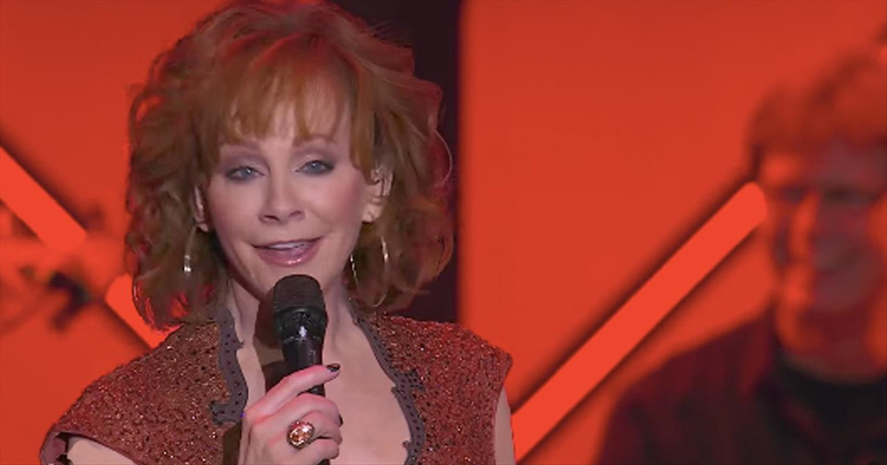'Swing Low Sweet Chariot' - Reba McEntire Leads Choir