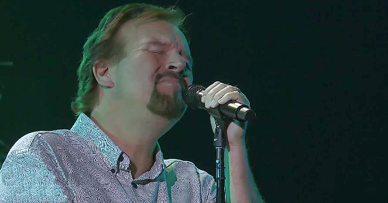 'Loving My Jesus' - Live Worship From Casting Crowns