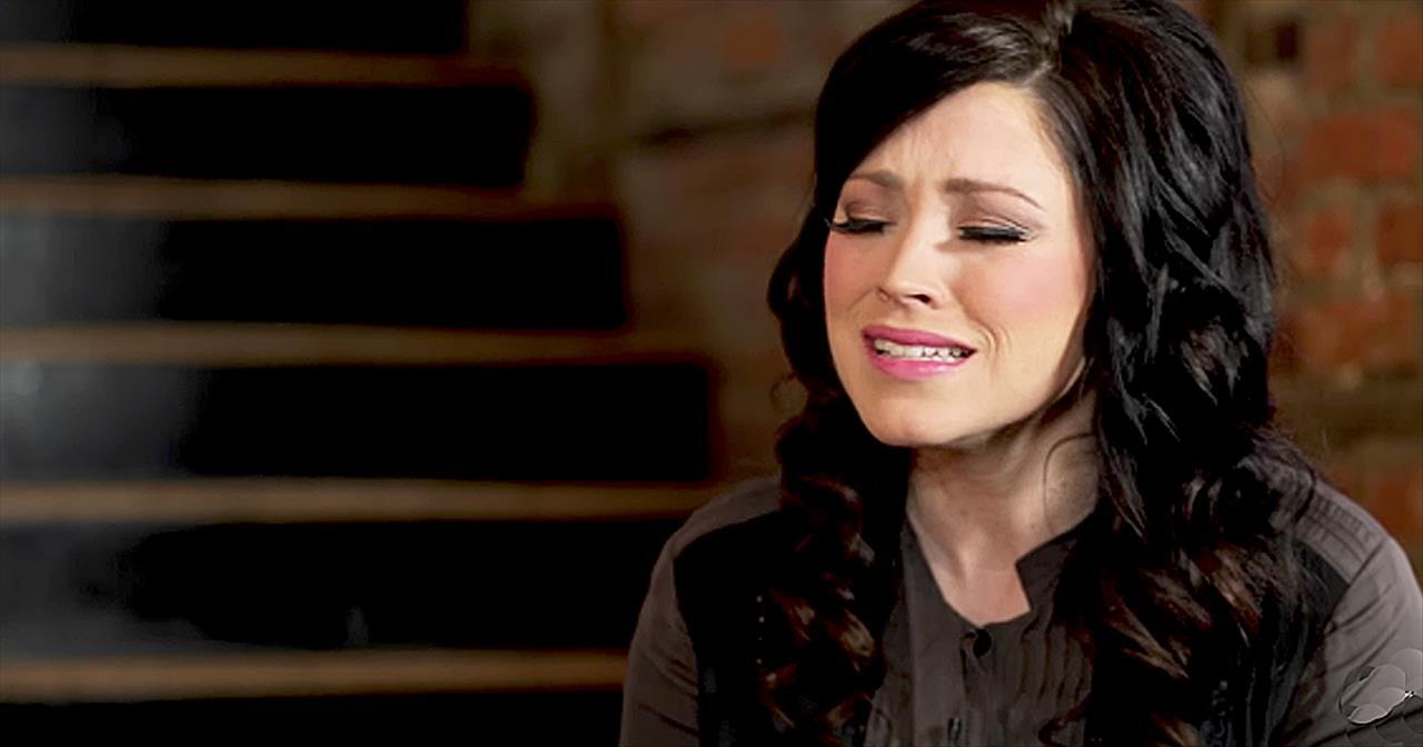'How Majestic' - Kari Jobe Acoustic Performance