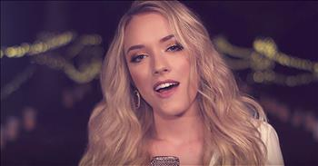 'Silent Night' - Country Star Sings Christmas Hymn
