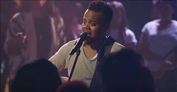 'Be Still' - Live Worship From Travis Greene