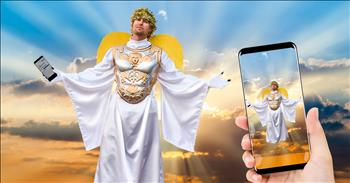 The Angel Gabriel Sends Text To Announce Jesus' Birth