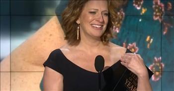 Mom Of 4 Gives Viral Award's Speech